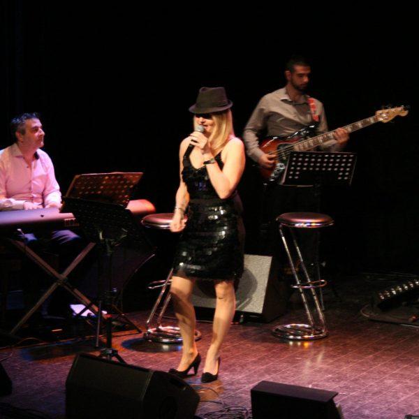 Spectacle Jazzy Crooner